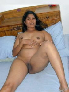 beautiful chennai working wife nude seducing boss 008