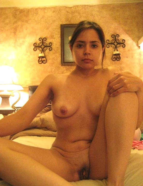 beautiful desi officer nude in hotel 005