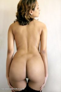 beautiful indian babe showing beautiful round ass 005