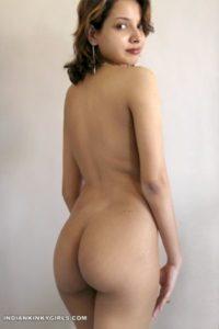 beautiful indian babe showing beautiful round ass 006