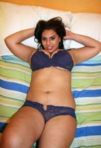 curvy rich indian wife naked seducing pics
