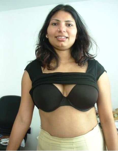 horny indian aunty nude showing big assets