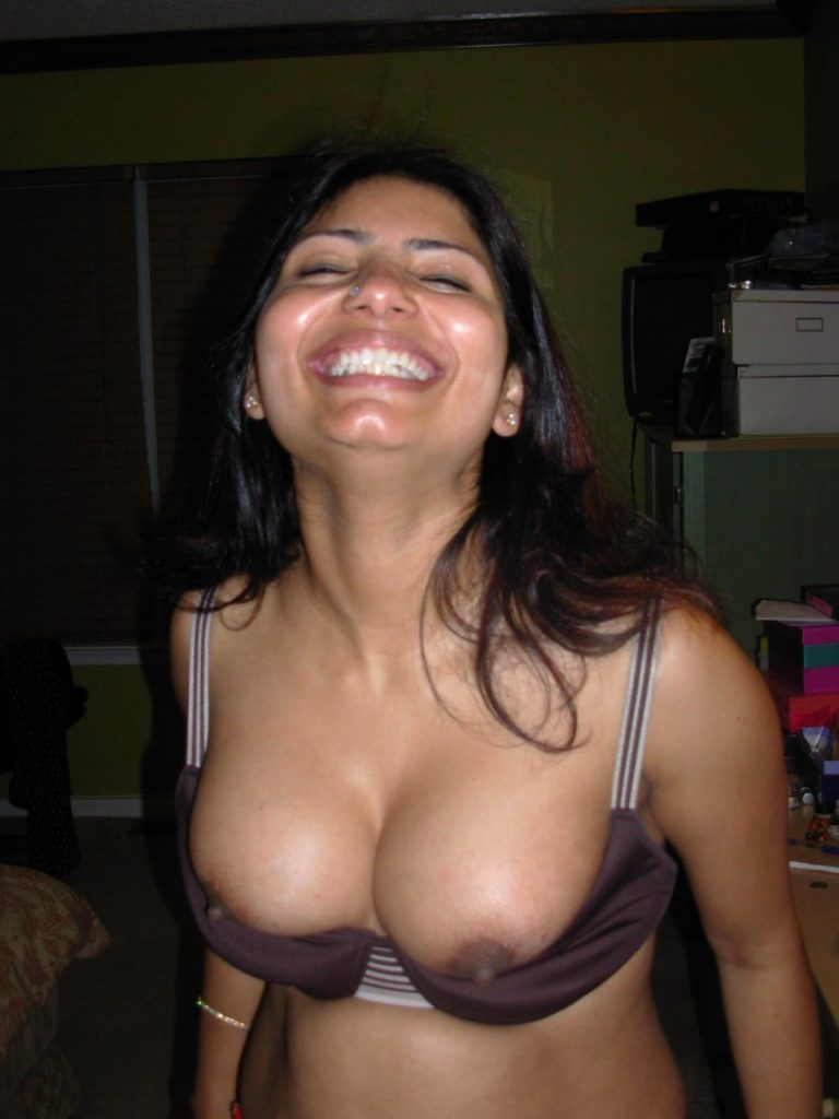 horny indian aunty nude showing big assets 002
