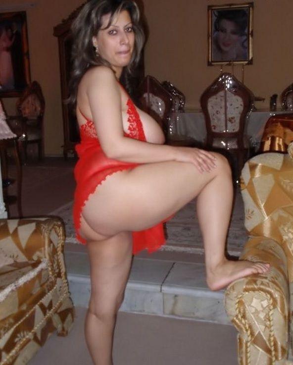 mature desi bhabhi showing wet pussy pics 002