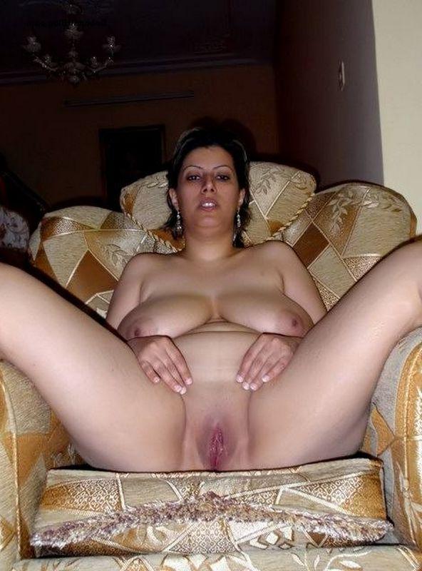 mature desi bhabhi showing wet pussy pics 007