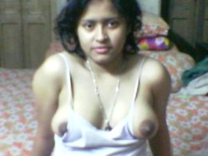 nude indian wife giving blowjob exposing big boobs 002