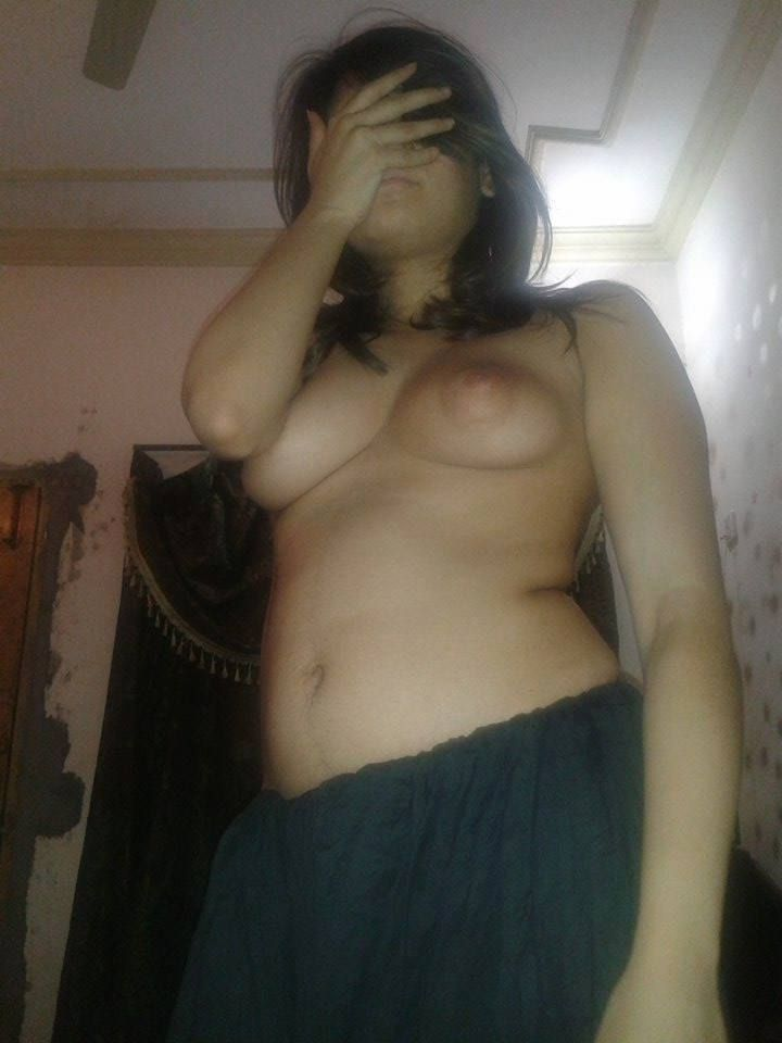 beautiful anum zahra nude leaked selfies 003