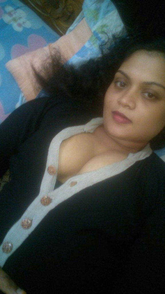 Hot Sexy Aunty Naked Boobs Show Selfies  Indian Nude Girls-5365