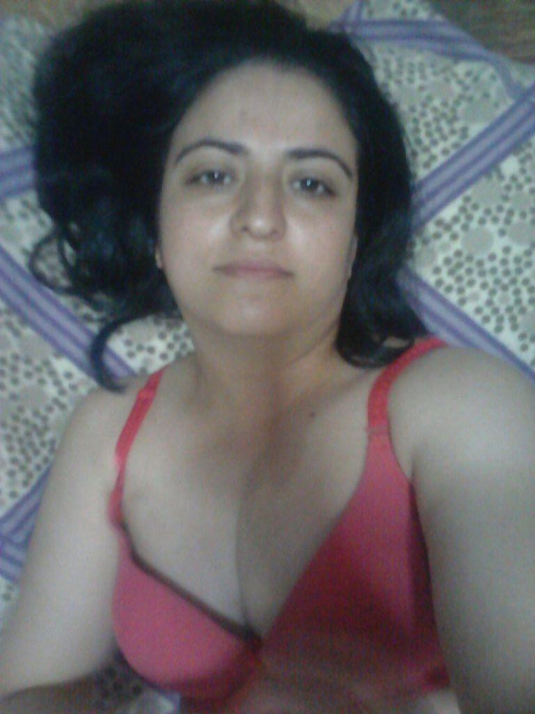 naughty wife sending nude selfies leaked