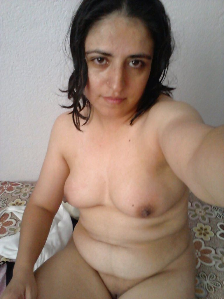 naughty wife sending nude selfies leaked 002