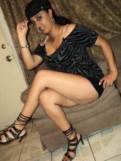 rich desi bitch exposing lovely boobs and ass