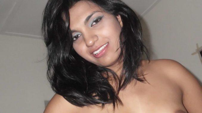stunner desi babe nude selfies leaked 001