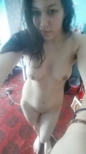 beautiful indian wife nude selfies for colleague 003