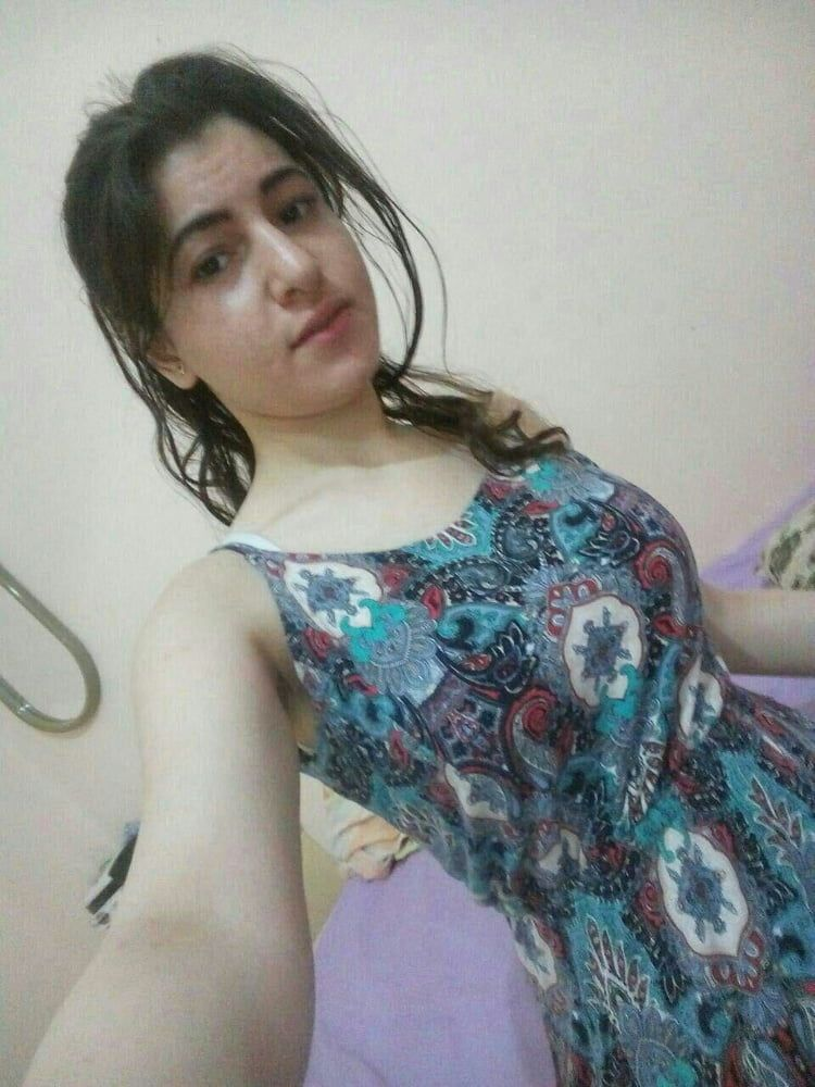 sexy muslim girl with huge boobs selfies