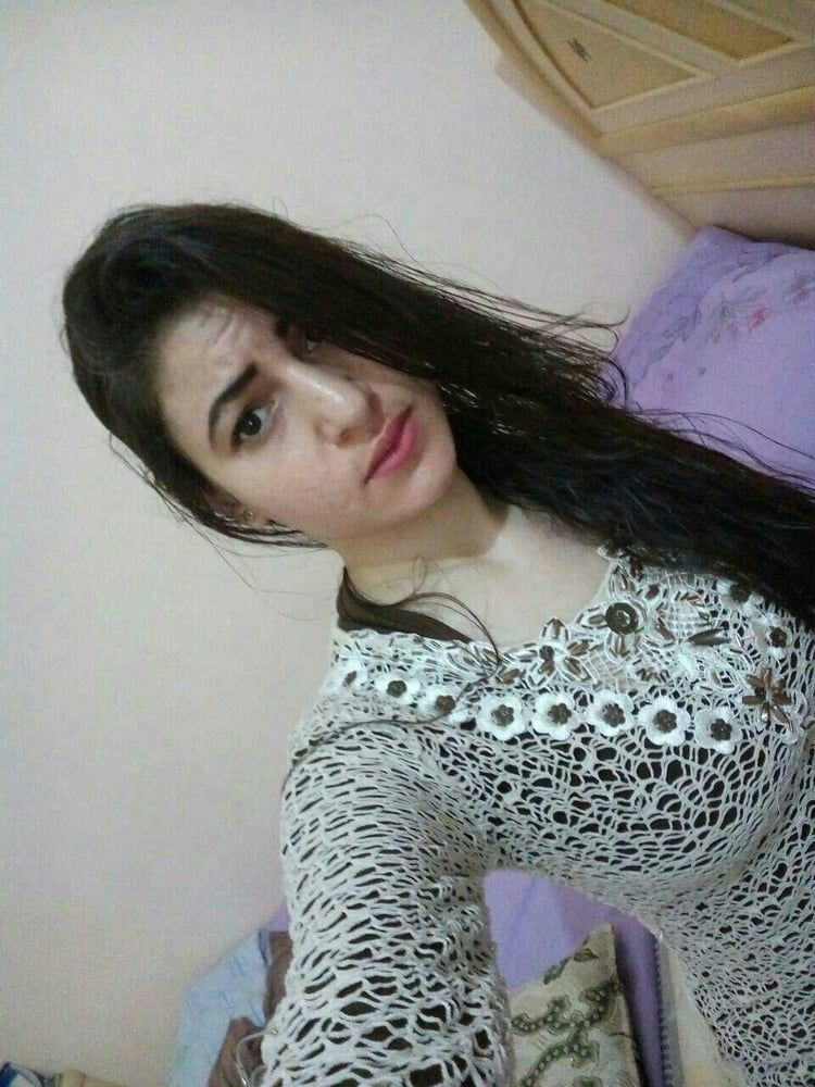 sexy muslim girl with huge boobs selfies 001
