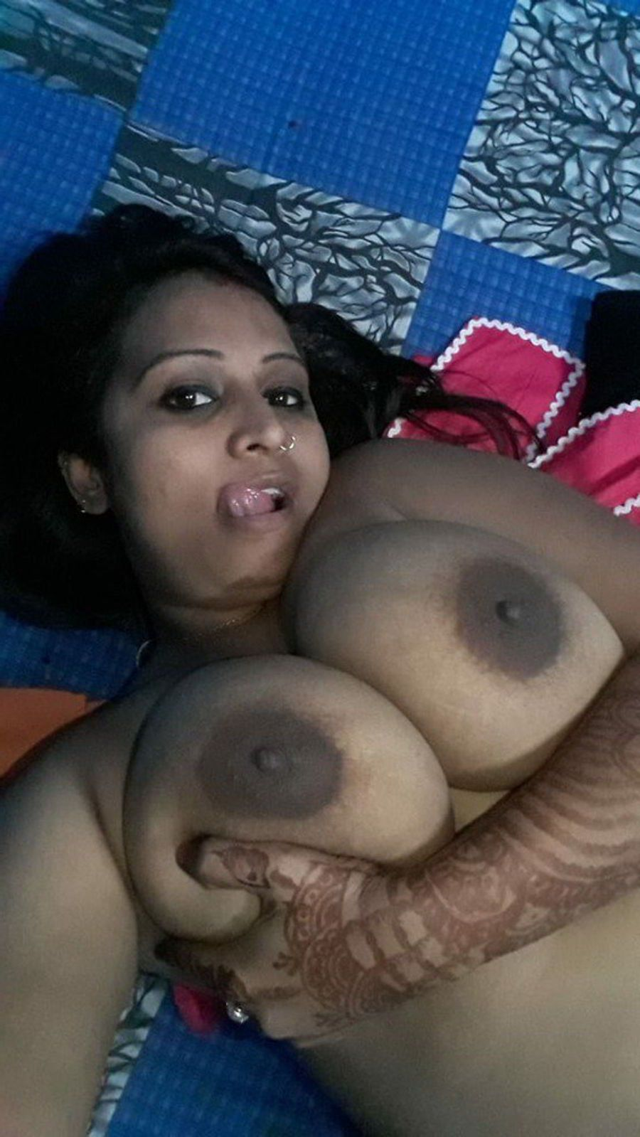 Mature Busty Bangla Aunty Topless Selfies  Indian Nude Girls-9375