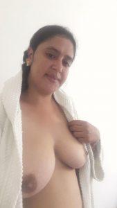 tharki kashmiri aunty topless selfies 003