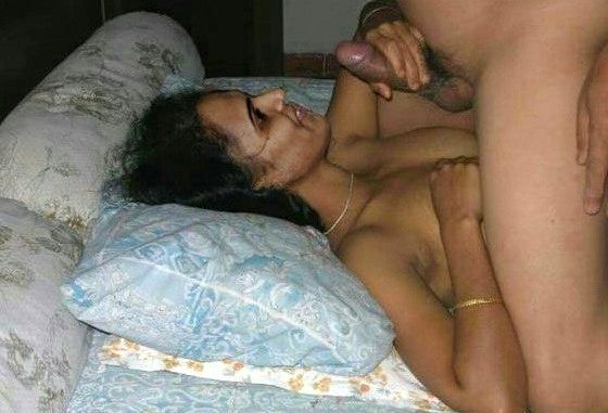 homely indian wife prajakta private pics 002