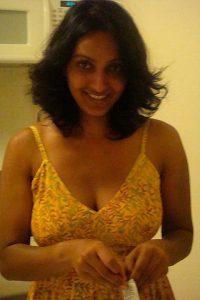 beautiful indian girlfriend nude in bed 003
