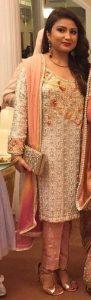 pakistani aunty nadia topless boobs show 002