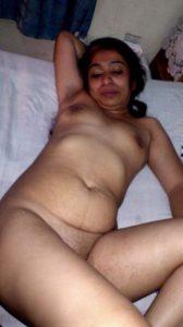 indian housewife nude 003