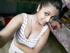 hot wife nude selfies 004